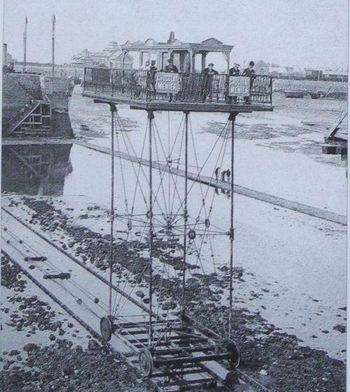 Photographie du pont roulant de Saint-Malo en 1874